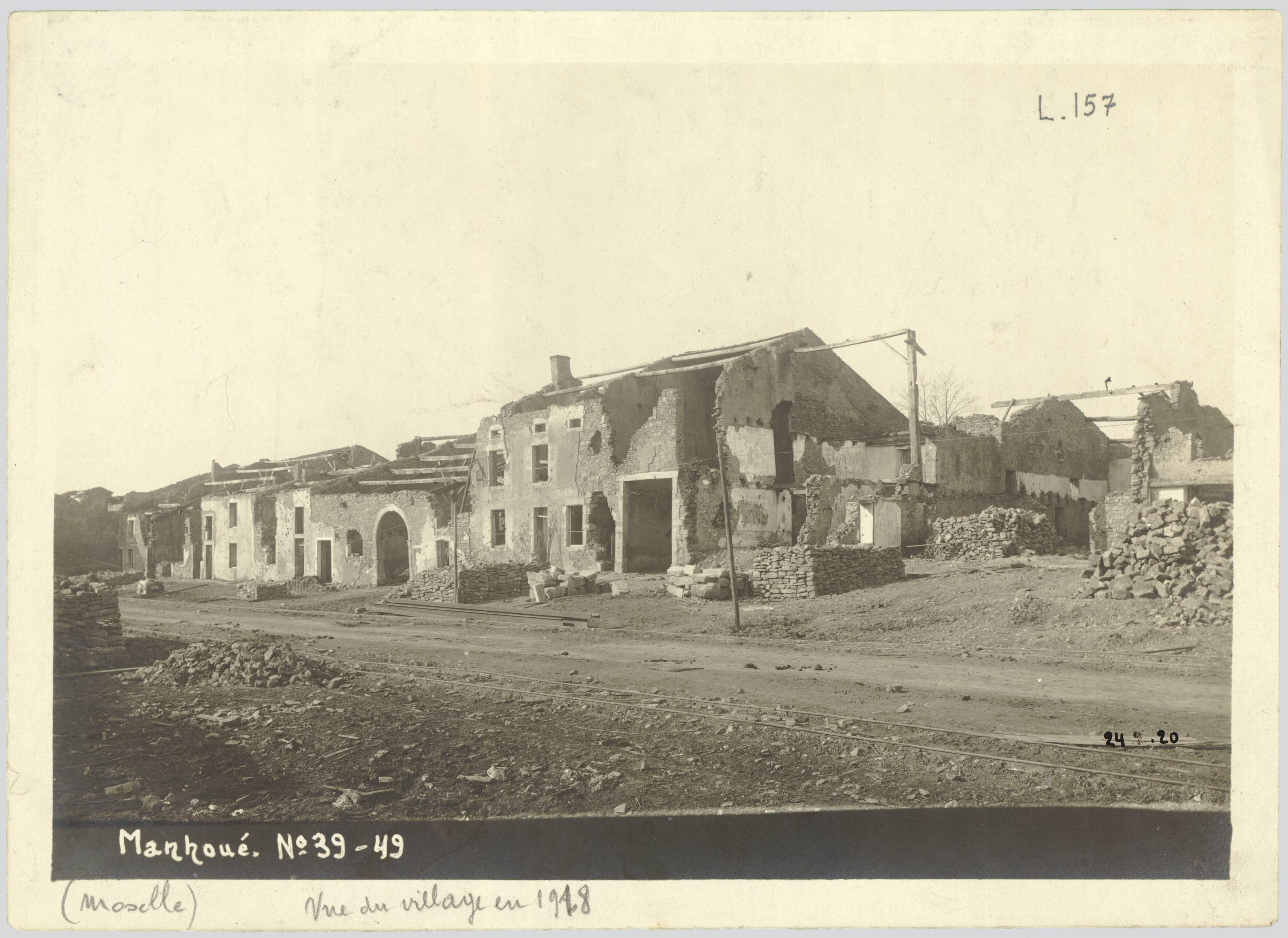 MANHOUE (MOSELLE). VUE DU VILLAGE EN 1918