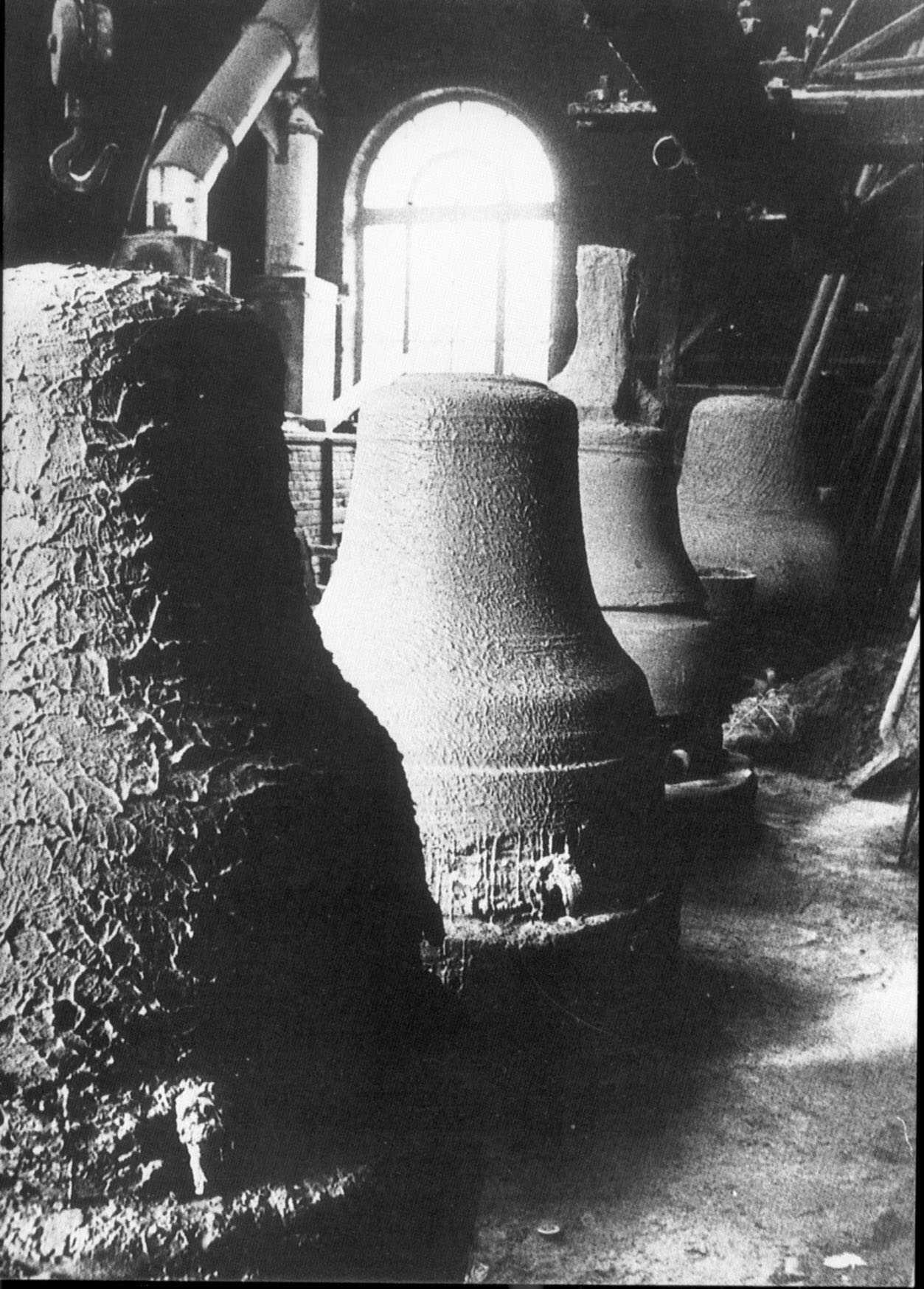 Moules de cloches en fabrication Bollée, Fondeur à Orléans