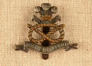 Cap badge en métal du South Staffordshire Regt. ayant appartenu à un des frères (Harry ou John) de Frank Flintham