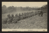 ETREPILLY. INFANTERIE ABRITEE DERRIERE LES SACS. ETREPILLY. INFANTRY UNDER SHELTER BEHIND SACKS