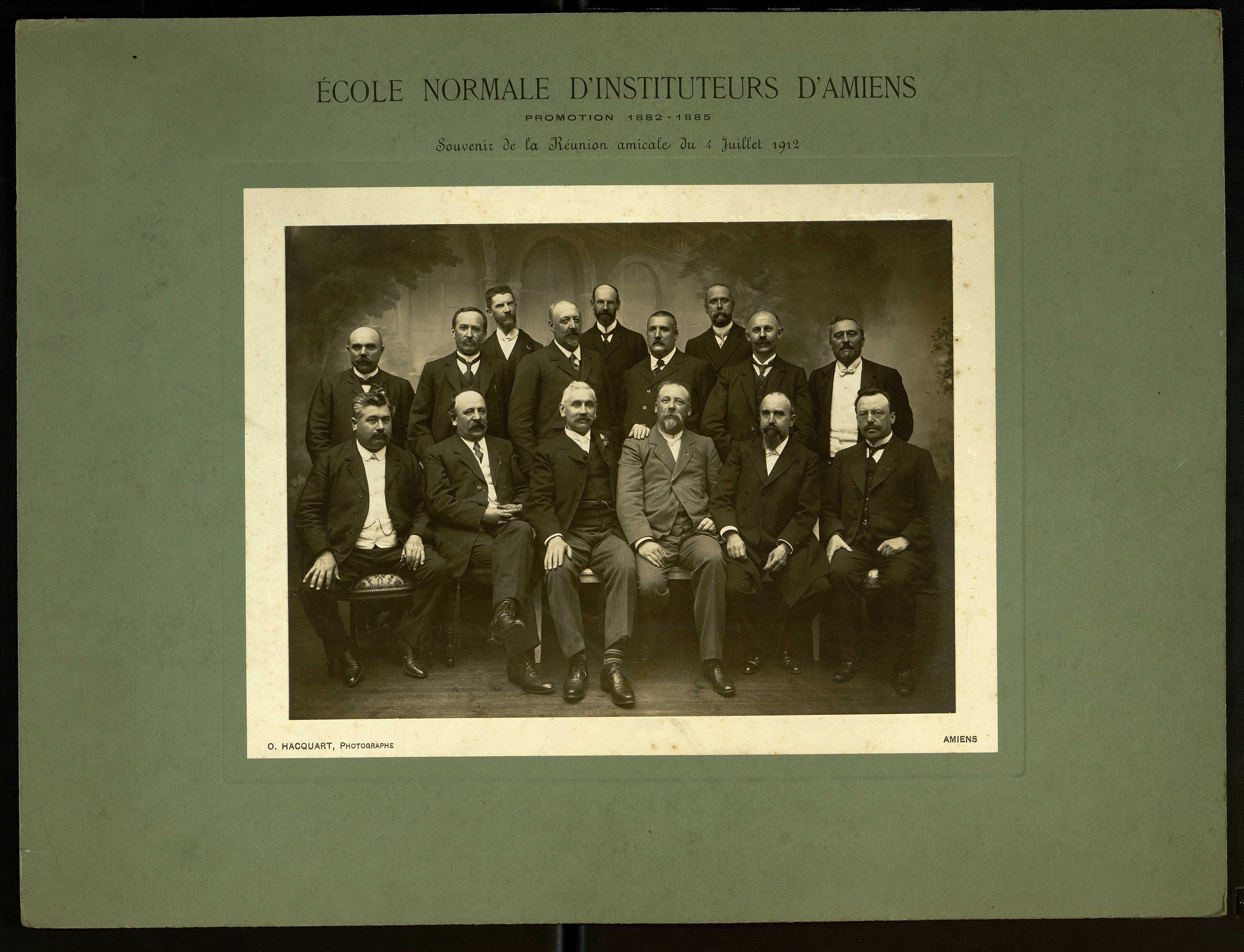 Ecole Normale d'Instituteurs d'Amiens. Promotion 1882-1885 : souvenir de la réunion amicale du 4 juillet 1912