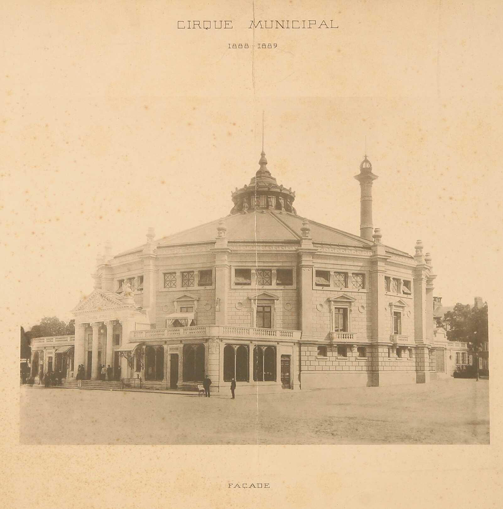 Amiens. Le cirque municipal en 1888-1889. Vue de la façade