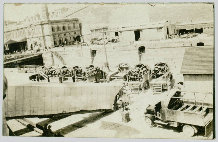 DISEMBARLATION SCENE AT MALTA 1916
