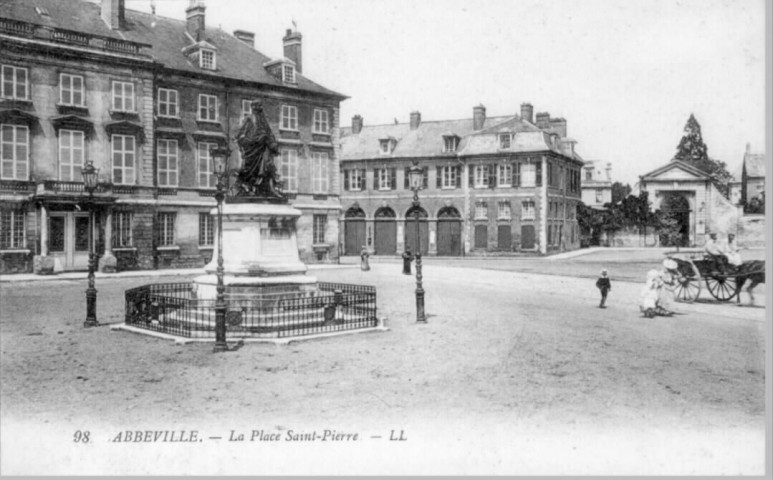 La place Saint-Pierre