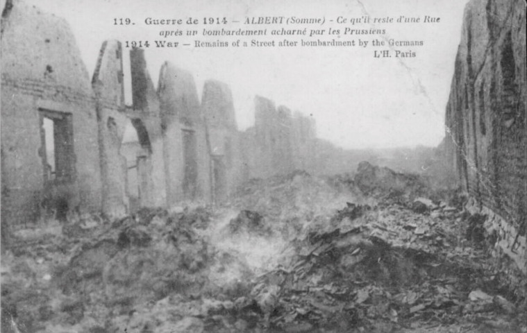 Ce qu'il reste d'une rue après un bombardement acharné par les prussiens - Remains of a street after bombardment by the germans